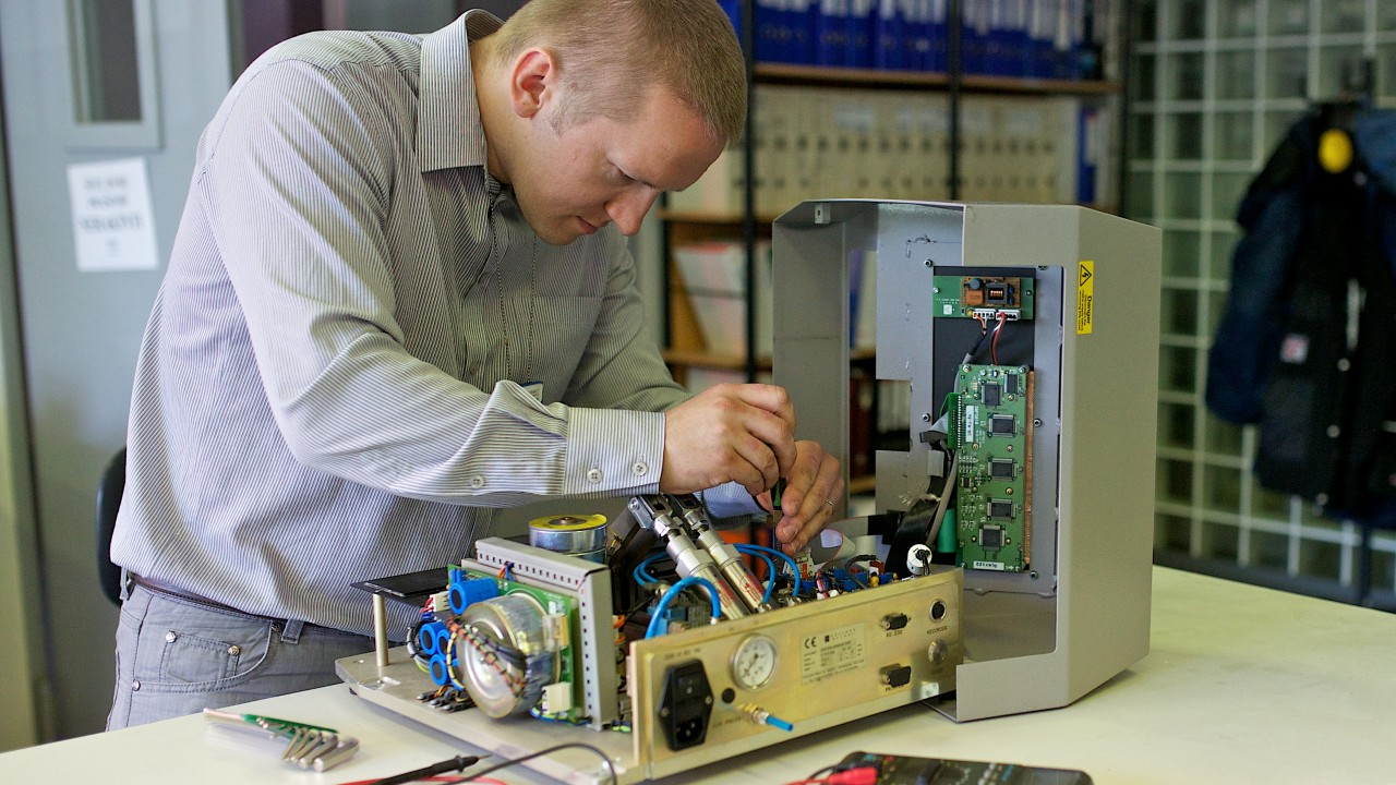 Electronic Lab Instruments : Equipment maintenance repair labochema